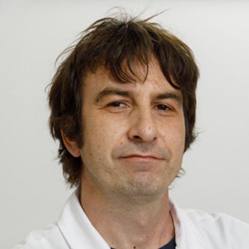 Dr Dušan Tomić